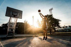 Basketballspieler auf dem Court