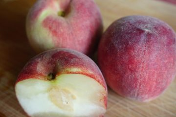 Pfirsich aus dem Online Supermarkt aufgeschnitten