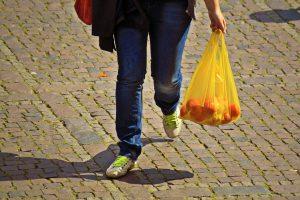 Einkauf nach Hause tragen