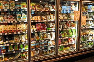 Haltbare Lebensmittel im Ladenregal